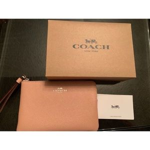 👛🌸 🎀 Coach blush (light pink) wrislet